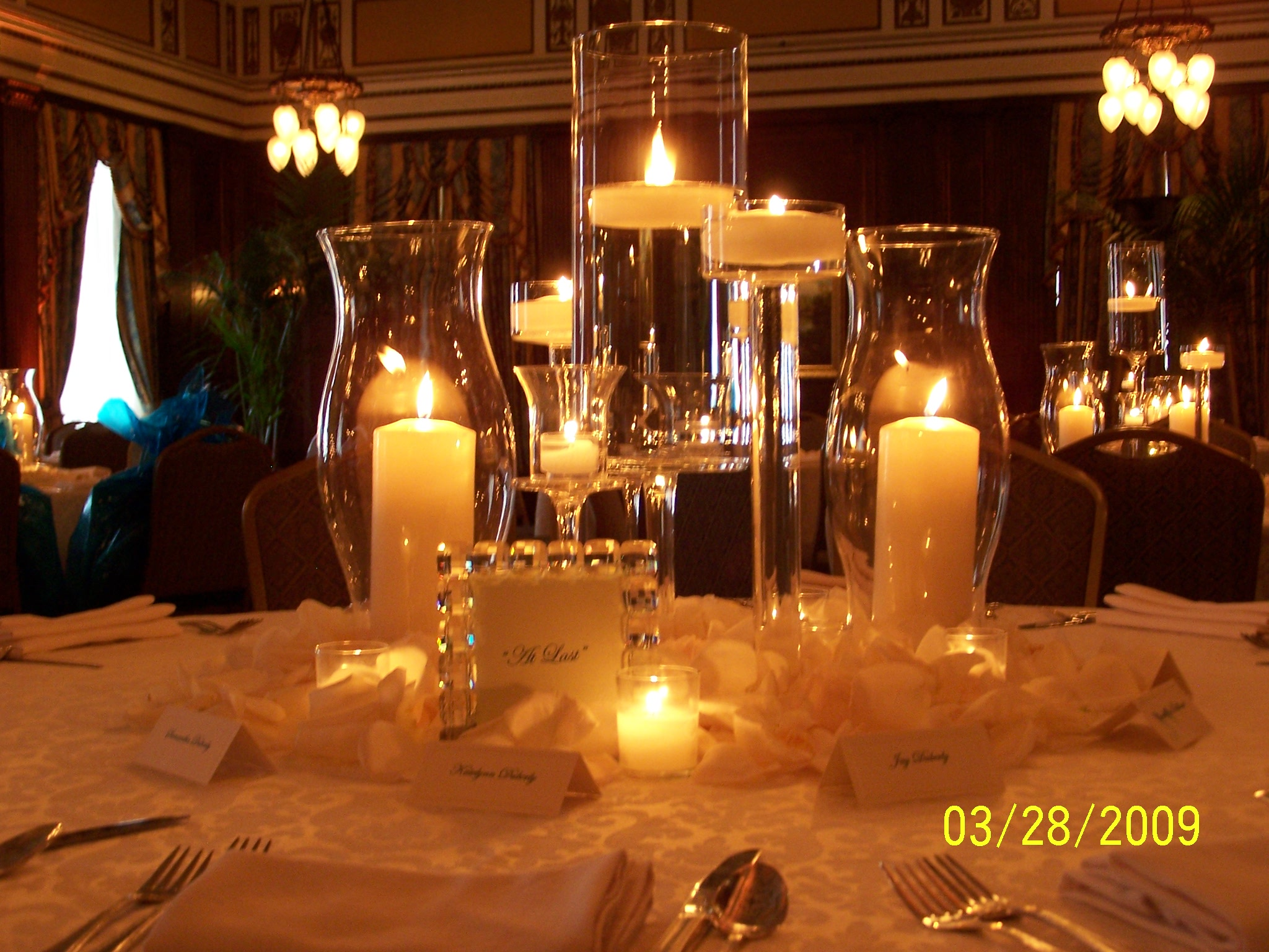 Candlelight and roses at the hermitage hotel nashville for Center arrangements for weddings